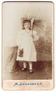 Fotografie A. Jandorf & Co., Berlin, Portrait kleines Mädchen mit Hut und Sonnenschirm
