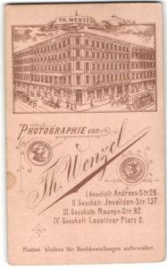 Fotografie Th. Wenzel, Berlin, rückseitige Ansicht Berlin, Atelier Andreas-Str. 28, vorderseitig Portrait