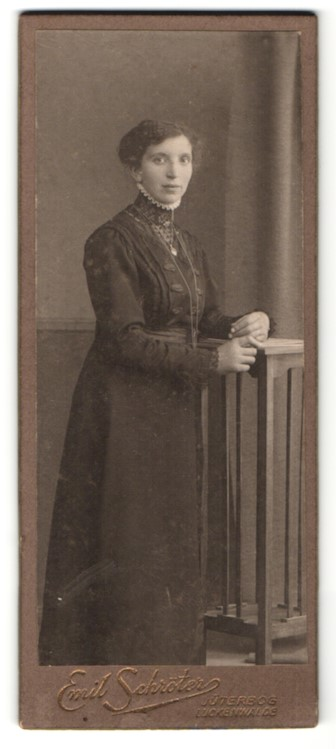Fotografie Emil Schröter, Jüterbog, Portrait bürgerliche Frau