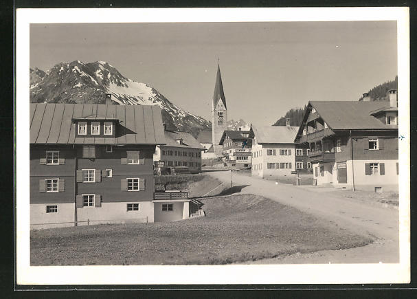 AK Mittelberg, Strassenpartie mit Kirche und Widderstein 0