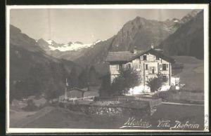 AK Klosters, Ansicht des Hotels Villa Daheim mit umliegenden Gebirgen