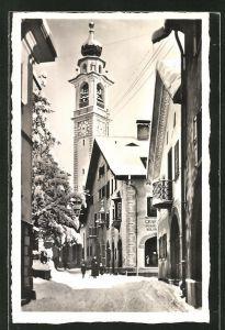 AK Samaden, Strassenpartie mit Blick zur Kirche im Winter