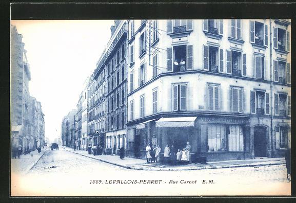 AK Levallois-Perret, Rue Carnot, Strassenpartie