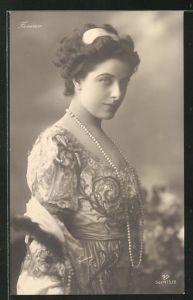 AK Opernsängerin Geraldine Farrar schaut in die Kamera