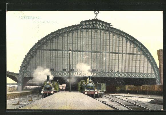 AK Amsterdam, Bahnhof mit wartenden Eisenbahnen