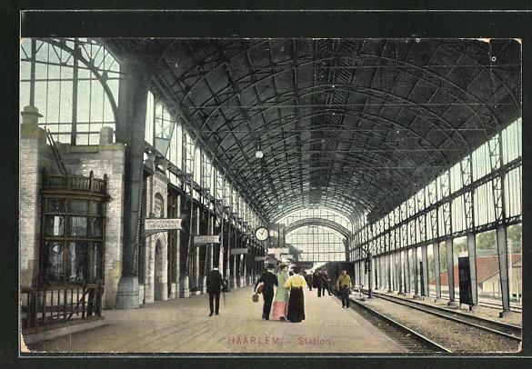 AK Haarlem, Bahnhof mit wartenden Passagieren