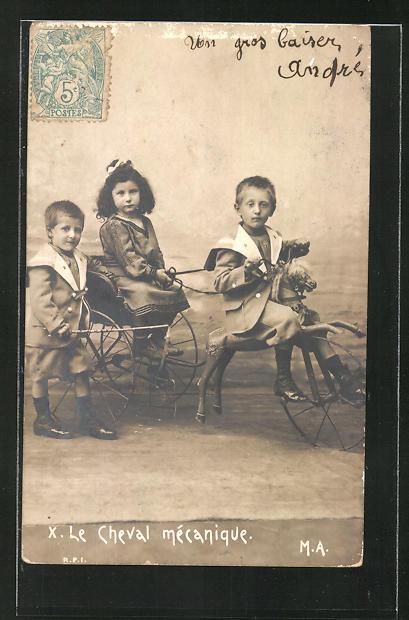 AK Kinder mit Schaukelpferd und Kutsche, Jungen im Matrosenanzug