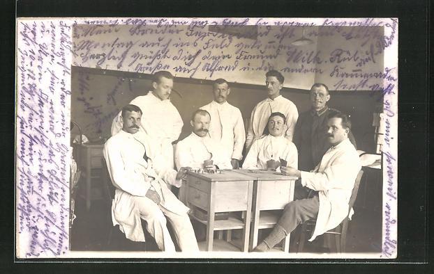 Foto-AK Soldaten beim Kartenspiel