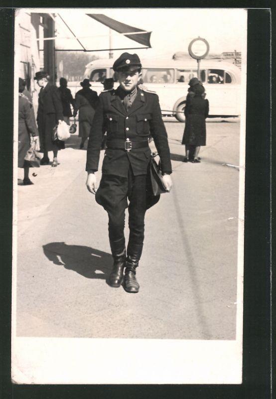 Fotografie KVP Kasernierte Volkspolizei, DDR-Soldat in Uniform