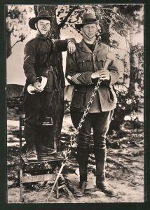 Fotografie 1.WK, australische Soldaten, kleinster & grösster Soldat im Vergleich