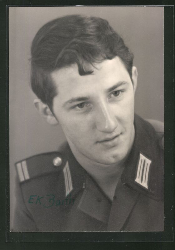 Fotografie NVA, Portrait DDR Soldat in Uniform