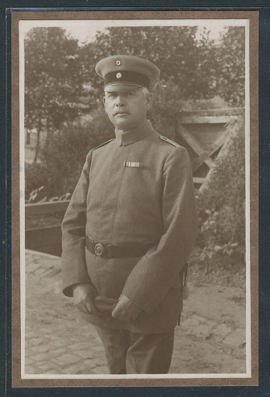 Fotografie 1.WK, Deutscher Hauptmann in Uniform mit Bandschnalle