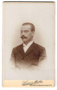 Fotografie Louis Müller, Hameln, Portrait Herr mit Zwicker und Oberlippenbart