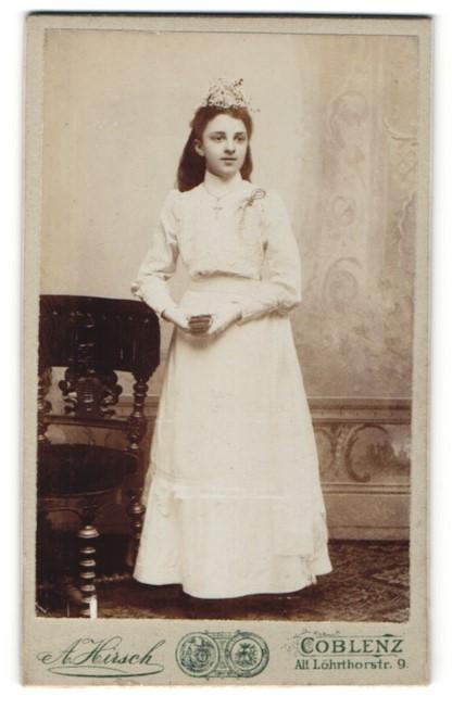 Fotografie A. Hirsch, Coblenz, Portrait Mädchen in feierlicher Kleidung