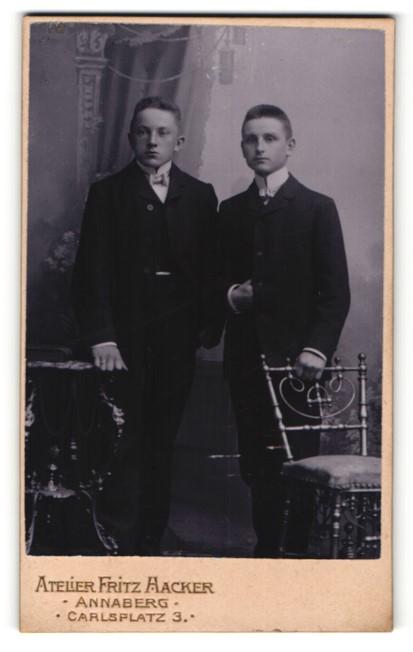 Fotografie Fritz Hacker, Annaberg, zwei junge Männer im Anzug