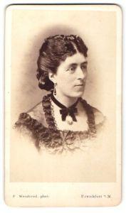 Fotografie F. Weisbrod, Frankfurt / Main, Portrait junge Dame mit Hochsteckfrisur