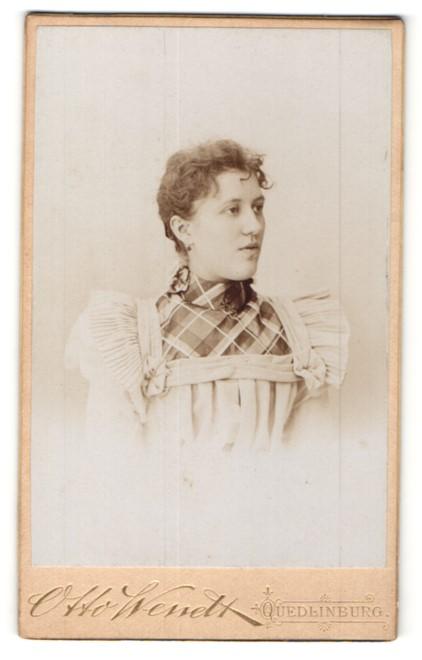 Fotografie Otto Wendt, Quedlinburg, Portrait junge Frau