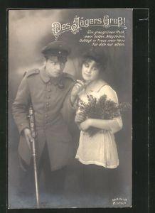 AK Jägergruss, junges Mädchen mit Blumenstrauss und Geliebten, Soldatenliebe