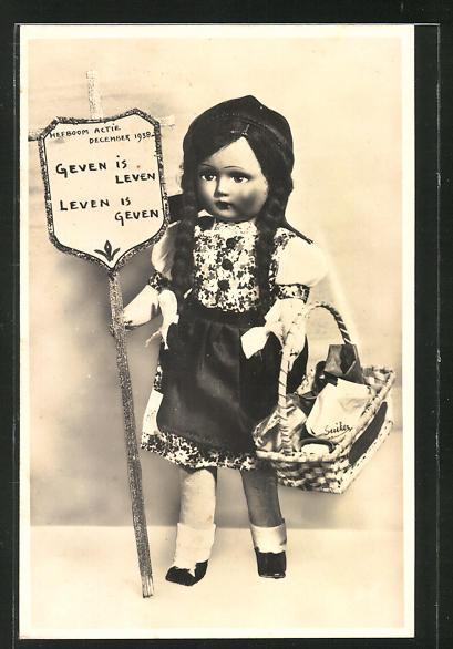 AK Puppe mit Korb und Wimpelaufdruck