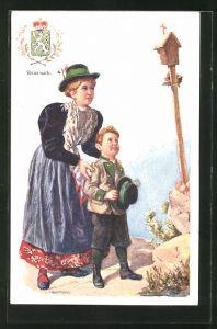 Künstler-AK Adolf Karpellus: Frau mit Jungen in Tracht, Wappen der Steiermark