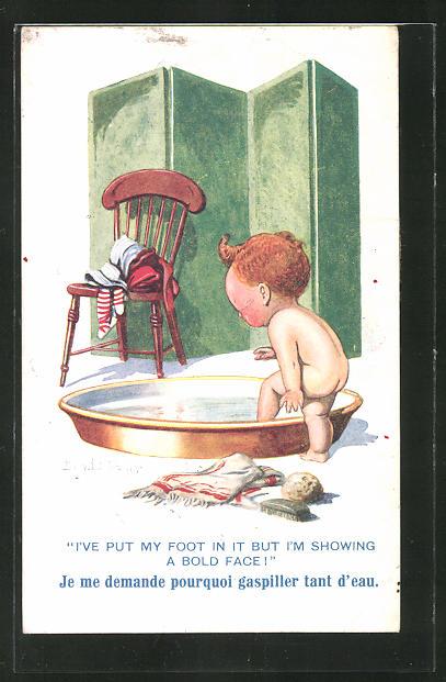 Künstler-AK Donald McGill: nacktes Kleinkind steigt in eine Schale zum Bad