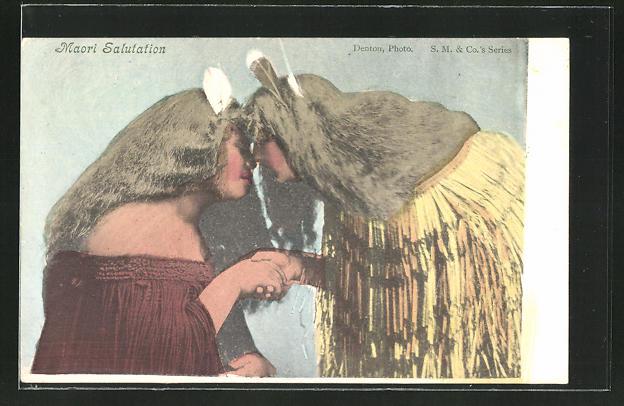 AK Maori Salutation, Maori reiben zur Begrüssung ihre Nasen aneinander