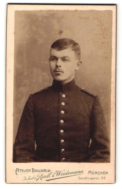 Fotografie Atleier Bavaria Riedel & Wiedemann, München, Portrait Soldat in Uniform