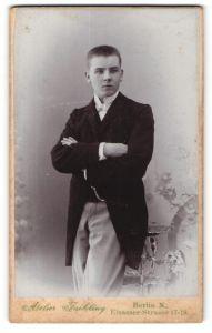 Fotografie Atelier Faehling, Berlin, Portrait eleganter junger Herr mit Fliege