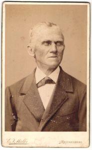 Fotografie Atelier Müller, Reichenberg, Portrait betagter Mann im Anzug