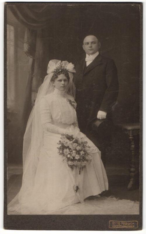 Fotografie Otto Födisch, Würzburg, Hochzeit, Paar im feinen Zwirn nach der Trauung