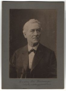 Fotografie Christof Müller, Nürnberg, Portrait Rektor Dr. Heerwagen vom Melanchthon Gymnasium zu Nürnberg