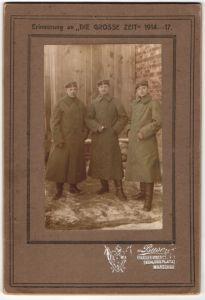 Fotografie Atelier Busch, Warschau, deutsche Soldaten in Uniform mit Mantel, 1.WK