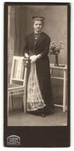 Fotografie Atelier Stein, Berlin, Junge Frau mit Blumenstrauss