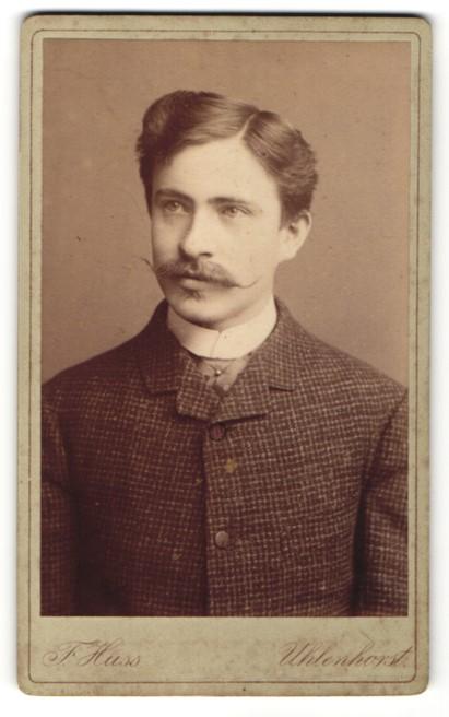 Fotografie F. Huss, Uhlenhorst, Portrait junger Herr mit zeitgenöss. Frisur 0