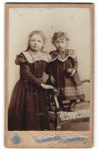 Fotografie A. Jandorf & Co., Berlin, Portrait Kleinkind und älteres Mädchen