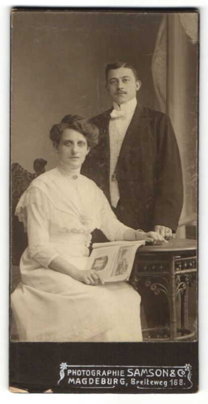 Fotografie Samson & Co., Magdeburg, Portrait bürgerliches Paar