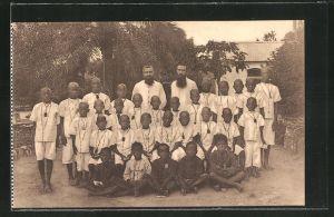 AK Missions des Frères des Ecoles Chrétiennes au Congo, Missionare und Schüler