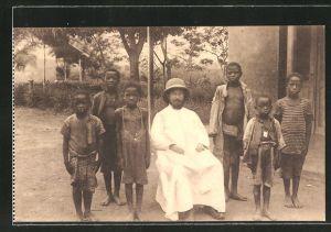 AK Missions des Frères des Ecoles Chrétiennes au Congo, Missionar und kleine Afrikaner