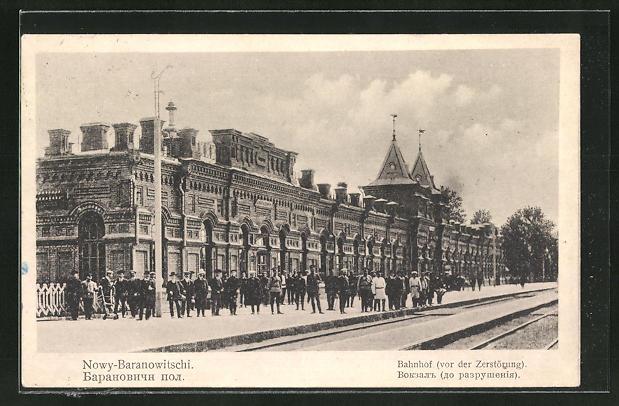 AK Nowy-Baranowitschi, Bahnhof mit wartenden Passagieren