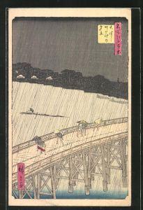 Künstler-AK Japanische Kunst, Leute bei Regen auf einer Brücke