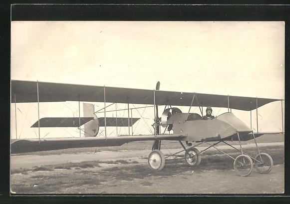 AK Flugzeug mit Pilot auf dem Flugfeld 0