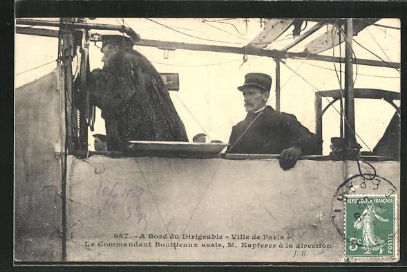 AK A Bord du Dirigeable, Ville de Paris, Le Commandant Bouttleaux assis, M. Kapferer á la direction, Zeppelin 0