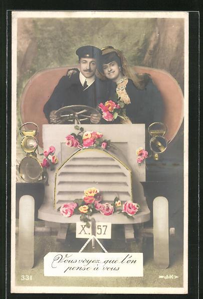 AK Liebespaar im rosengeschmückten Auto 0