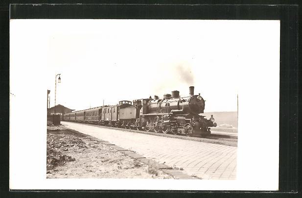 AK Englische Eisenbahn an einem Bahnhof 0