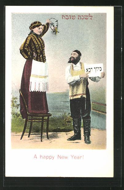 AK Frau steht auf einem Stuhl und schaut auf ihren Liebsten hinab