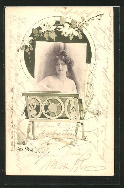 Künstler-AK sign. Jack Abeillé: Portrait einer Schönen Frau in einer Fotomappe