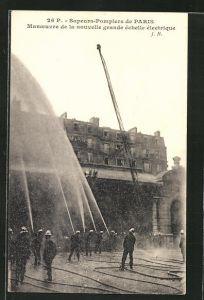 AK Paris, Manoeuvre de la nouvelle grande échelle électrique, Feuerwehr löscht einen Brand