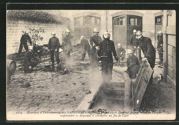 AK Paris, Feuerwehrleute bei der Brandbekämpfung in einem Keller
