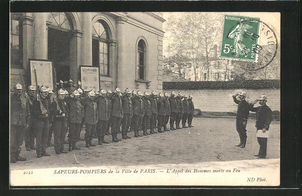 AK Paris, Feuerwehrleute angetreten zum Appell