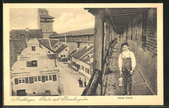 AK Nördlingen, Partie mit Reimlingertor und Mann in Rieser Tracht
